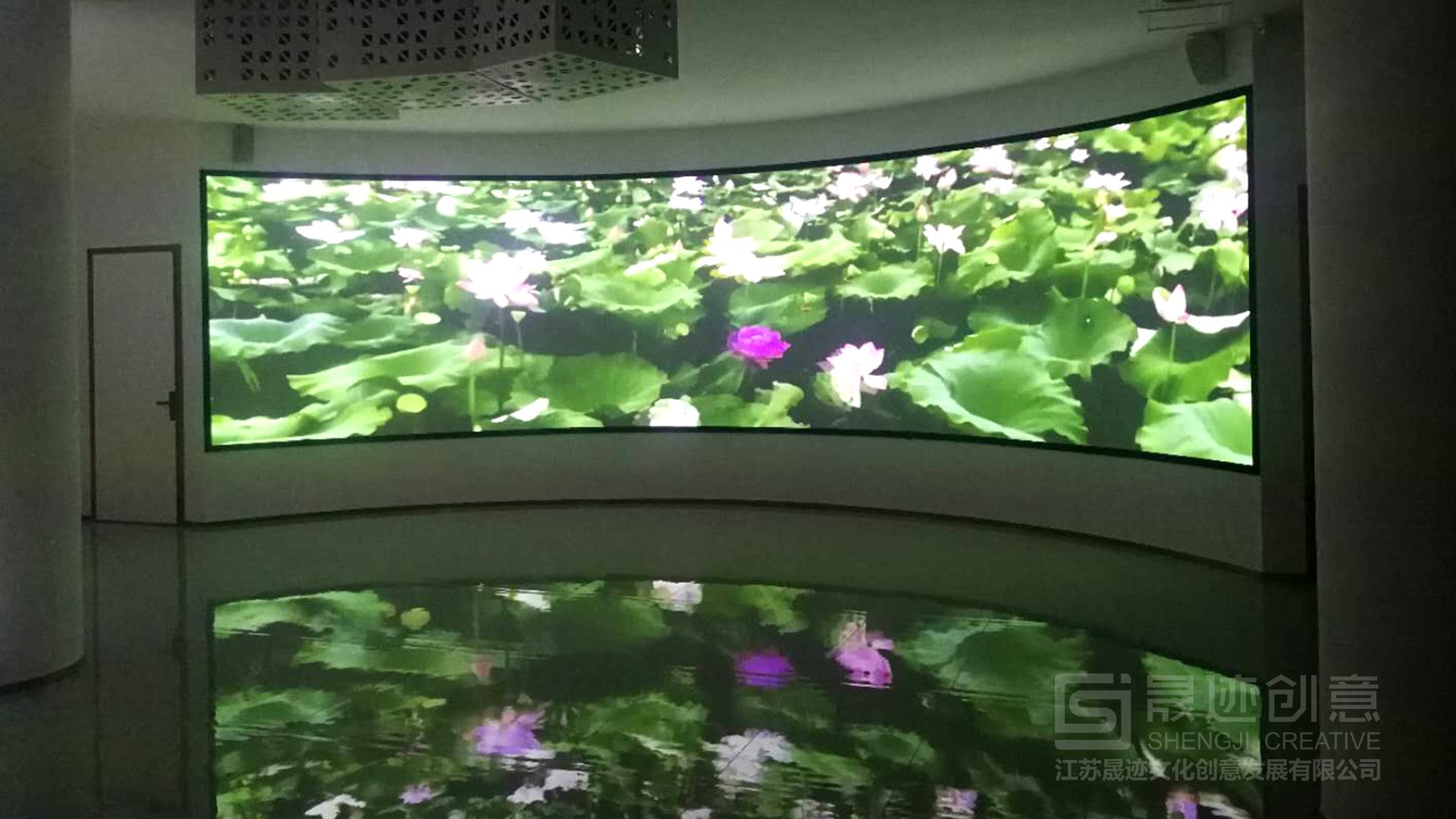 洪湖市风情街多媒体弧幕.jpg